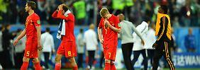 Nach dem WM-Aus gegen Frankreich im Halbfinale sind die belgischen Fußballer um Kevin De Bruyne (2.v.r.) emotional erschlagen.