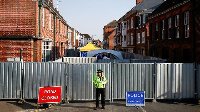 So lange man nicht weiß, wie die beiden Opfer mit dem Kampfstoff in Berührung kamen, kann Scotland Yard nicht versprechen, dass die Gegend nun absolut sicher ist.
