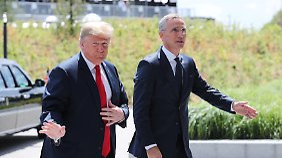 """Trump verwöhnte Stoltenberg mit """"exzellentem Orangensaft""""."""