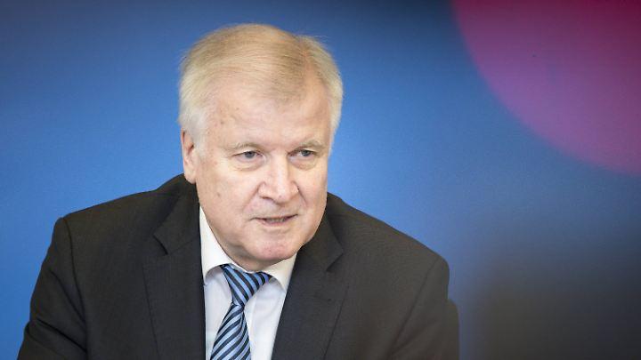 Horst Seehofer lehnt einen Rücktritt ab.