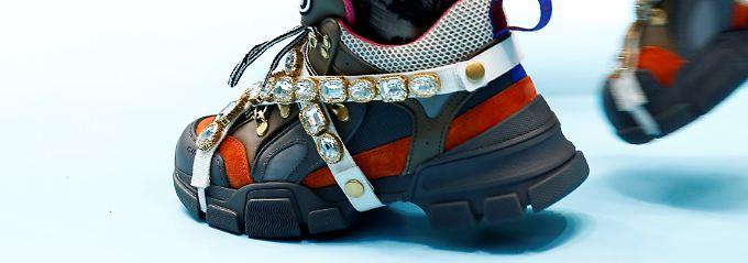 Besonders Gucci und Dior gelingt es,  jüngere Konsumenten an sich zu binden.