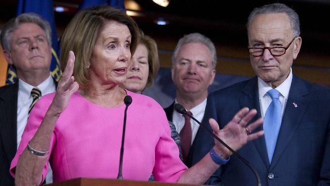 Die demokratischen Fraktionschefs Nancy Pelosi und Chuck Schumer distanzieren sich klar von Trump.