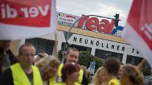 Bis zu 23 Prozent Einbußen: Tausende streiken bei Real für Verdi-Tarif