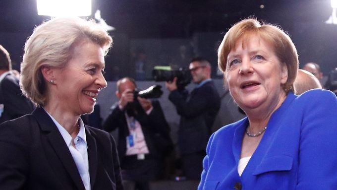 Kanzlerin Merkel und Verteidigungsministerin von der Leyen auf dem Nato-Gipfel in Brüssel.