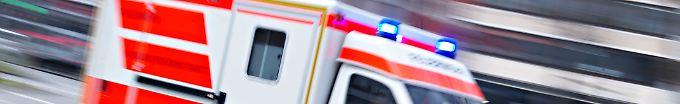 Der Tag: 10:25 Rettungswagen mit Schwangeren kippt um