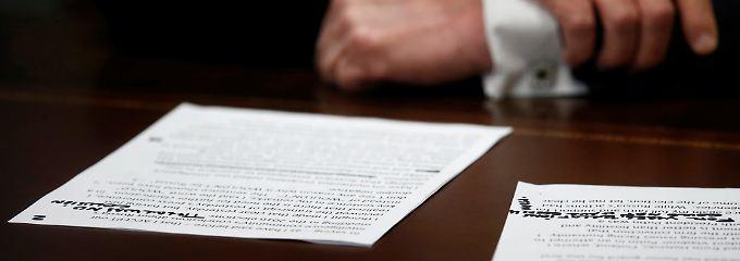 Entscheidende Passage gestrichen: Das stand auf Trumps Spickzettel