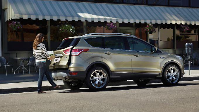 Die Heckklappe des Ford Kuga öffnet per Fußbewegung.