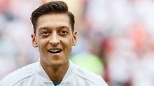 Mesut Özil wird unter anderem von seinem Bruder unterstützt.