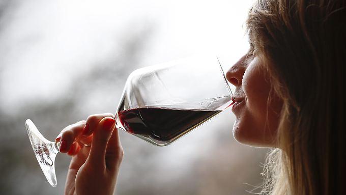 Bis zu sechs Gläser Wein in der Woche gelten als moderates Trinken.