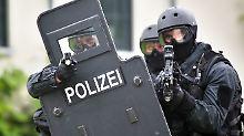 Ermittlungen gegen 26-Jährigen: SEK durchsucht Mehrfamilienhaus in Essen