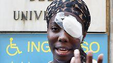 Osakue war am vergangenen Montagabend in der Nähe von Turin aus einem fahrenden Auto mit einem Ei beworfen worden. Sie musste in einer Klinik am Auge behandelt werden.