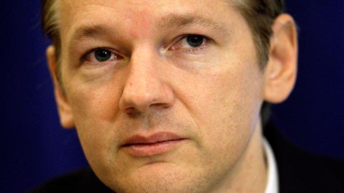 Vergewaltigungsvorwurf ein Komplott?: Interpol sucht Assange