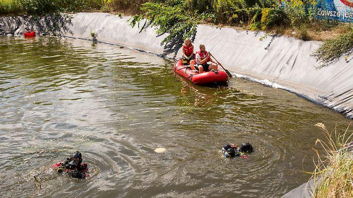 Retter haben die Kinder aus dem Wasser geholt und reanimiert. Wenig später starben sie in einem Krankenhaus.