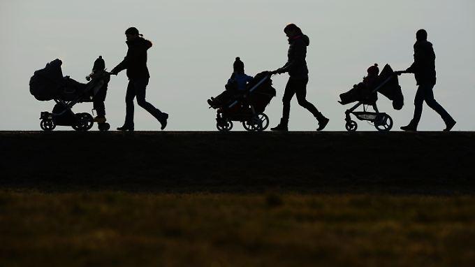 Kommunalpolitiker registrieren eine zunehmende Migration in das deutsche Sozialsystem.