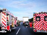 Tote und Verletzte: A2 nach schweren Unfällen gesperrt