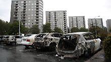 Ausgebrannte Autos auf dem Frölunda Torg in Göteborg.