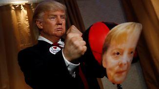 Live-Show im Berliner Madame Tussauds: Falscher Trump haut Merkel eins auf die Nase