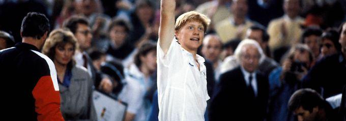 Das waren Zeiten: Boris Becker 1985 in der Münchner Olympiahalle. Dort unterlag die deutsche Mannschaft im Finale des Davis Cups vom 20. bis zum 22. Dezember den Schweden mit 2:3.