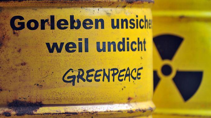 Greenpeace-Aktion an der Einfahrt zum Salzstock in Gorleben im September 2010.