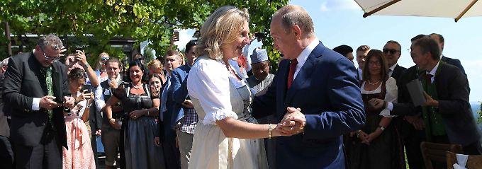 Pikante Party in der Steiermark: Putin wärmt sich für Merkel auf