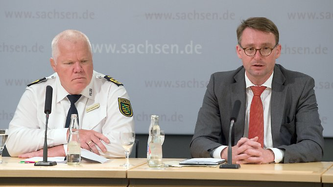 CDU Minister of Internal Affairs of Saxony Roland Wöller (r.) And Dresden's police commissioner Horst Kretzschmar rejects the allegations of obstruction by reporters (archive image).