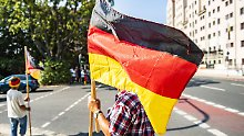 Skandal um Kamerateam ausgelöst: Pöbelnder Pegida-Demonstrant ist LKA-Mann