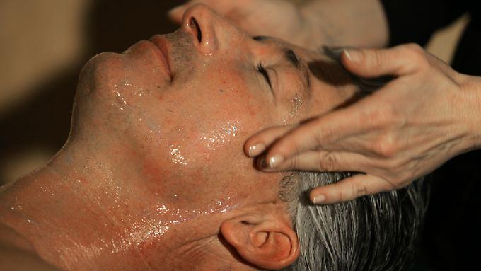 """Wer bei der Gesichtsbehandlung nicht geschält werden möchte, fragt besser nach """"exfoliating""""."""