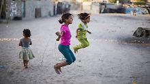 Spielende Kinder in Gaza-Stadt: Die Streichung der Hilfsgelder wird wohl wie so häufig vor allem die treffen, die sie am dringendsten benötigen.