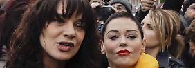 Argento und McGowan gehörten zu den ersten Frauen, die sich öffentlich gegen den Hollywood-Produzenten Harvey Weinstein aussprachen. Sie sind die Vorkämpferinnen der #MeToo-Bewegung.
