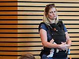 Kinderverbot im Landtag: Politikerin mit Baby aus Plenarsaal geworfen