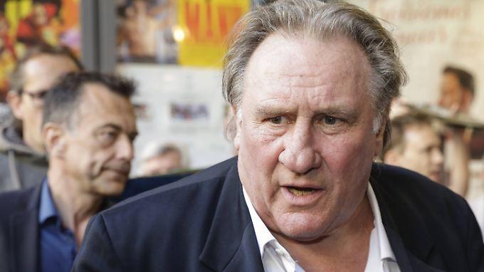 Gérard Depardieu soll sich an einer jungen Schauspielerin vergangen haben.