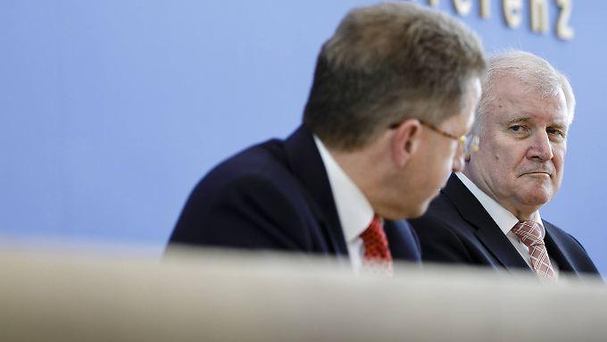Hans-Georg Maaßen und Horst Seehofer in der Bundespressekonferenz.