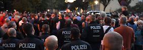 Aggressive Stimmung bei Demo: Haftbefehl gegen Köthen-Verdächtige erlassen