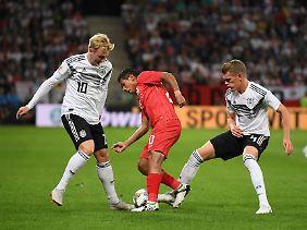 Spielte offensiver als gegen Frankreich: Matthias Ginter (r).