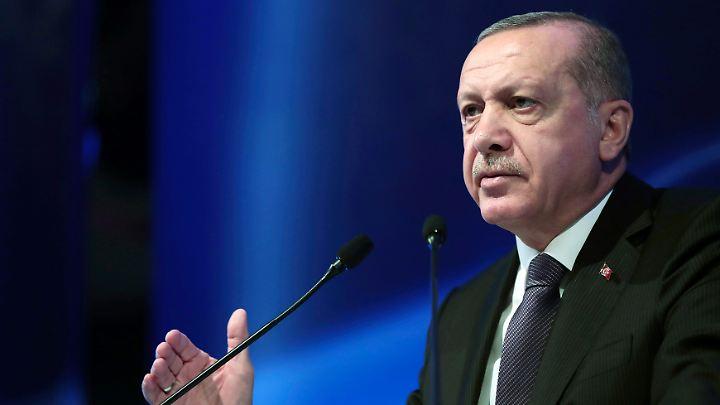 Recep Tayyip Erdogan zieht verbal gegen die türkische Notenbank zu Felde.