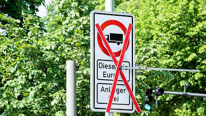 Mini-Kehrtwende im Nachrüstungsstreit: Scheuer plant neues Diesel-Konzept