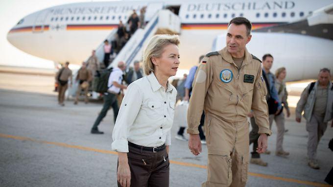 Ursula von der Leyen auf dem Luftwaffenstützpunkt im jordanischen Al Azraq.