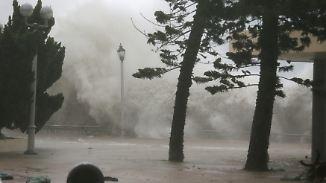 """Verletzte und große Schäden in Hongkong: Taifun """"Mangkhut"""" versetzt China in Alarmbereitschaft"""
