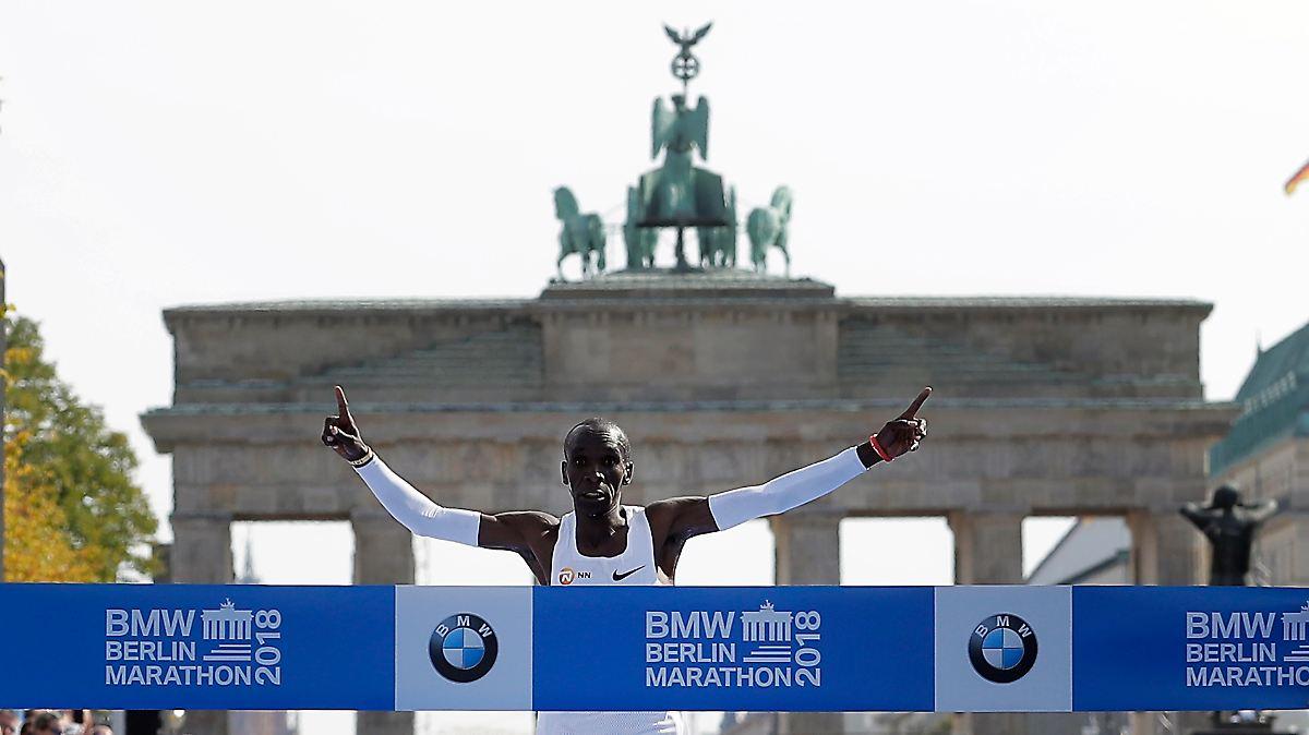 Kenyan runs new world record time at Berlin Marathon