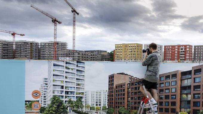 """""""Ihr erstes Regierungsjahr wird diese GroKo schon mit einem Defizit von mindestens 75.000 Wohnungen abschließen"""", sagt IG-Bau-Chef Feiger."""