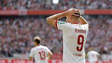 Simon Terodde kann es nicht fassen - Gegner Paderborn siegt in Köln.