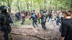 Kampf um Hambacher Forst: Braunkohlegegner halten Polizei auf Trab