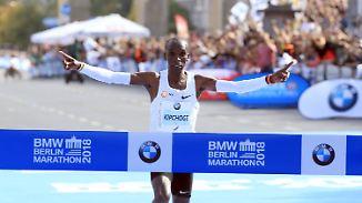 Marathonläufer im Geschwindigkeitsrausch: Kipchoge pulverisiert Weltrekord in Berlin