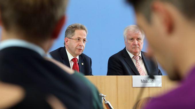 Maaßen und Seehofer bei der Vorstellung des Verfassungsschutzberichts.