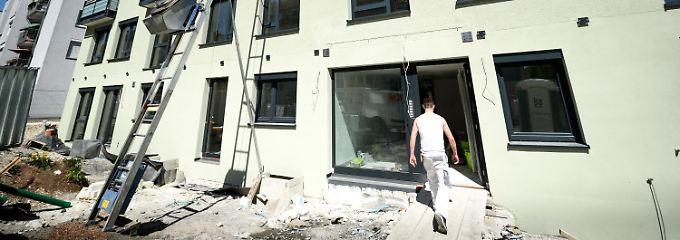 Die Förderung der eigenen vier Wände erfolgt durch die Kreditanstalt für Wiederaufbau (KfW) und das Bundesinnenministerium.