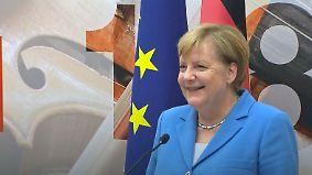 """""""Bleiben Sie einfach ganz ruhig stehen"""": Merkel sorgt bei Pannen-PK für Gelächter"""