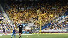 12. Mai in Sinsheim: Einige BVB-Fans gedenken Hopp mit Schmähgesängen.