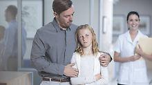 Richtige Einschätzung der Eltern: Bauchweh bei Kindern hat viele Ursachen
