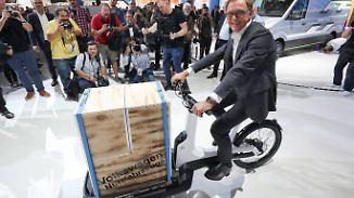 Hipp, umweltfreundlich, praktisch: Volkswagen präsentiert Lastenrad auf der IAA Nutzfahrzeuge