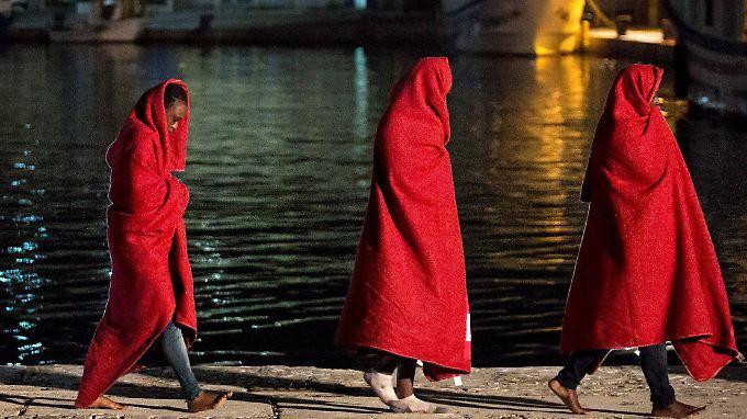 Immer mehr Flüchtlinge erreichen Spanien, das nur wenige Kilometer von der marokkanischen Küste entfernt liegt.